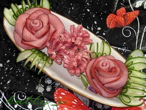 kak-sdelat-rozu-iz-kolbasy-cvety-kolbasnye-3