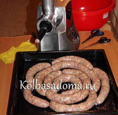 Домашняя колбаса с чесноком в духовке