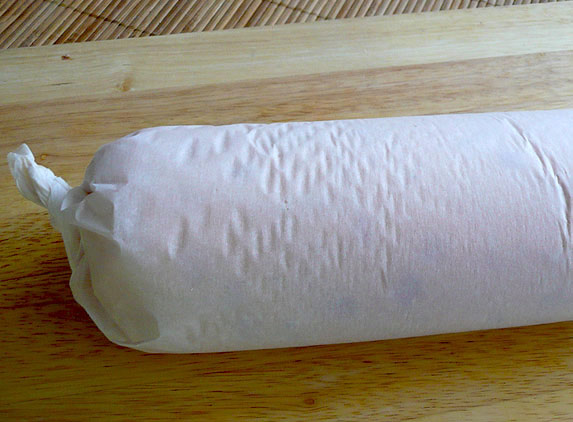 kolbasa-kurinaya-s-gribami-morkovyu-i-syrom-3