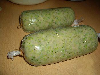 kurinaya-kolbasa-v-parovarke-s-yablokom-i-brokkoli-2