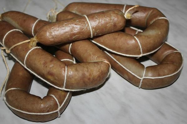 vareno-kopchenaya-kolbasa-s-syrom-v-domashnix-usloviyax-6