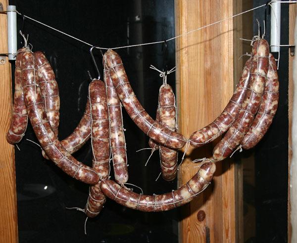 vyalenaya-kolbasa-iz-utinoj-grudki-3